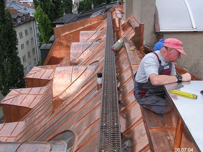 Komplizierte Kupfer-Stehfalzdeckung
